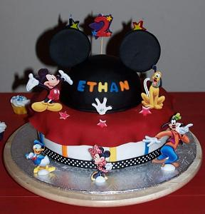 Mickey_Mouse_and_other_Disney_characters_theme_birthday_cake.JPG